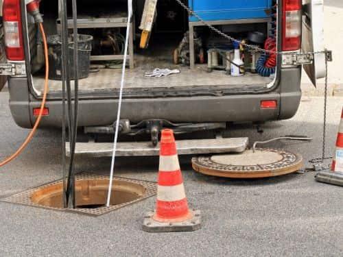 Przepychanie i udrażnianie rur Niestępowo czyszczenie kanalizacji